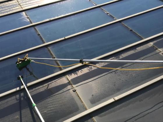 Lavage de vitre toit